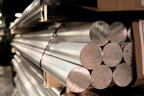 Un producător important de aluminiu din România va fi vândut unor investitori de retail